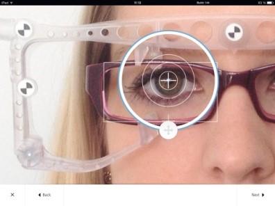 Paigaldusparameetrite lihtne sõrmeotsaga kohandamine iPad tahvelarvuti ekraanil.
